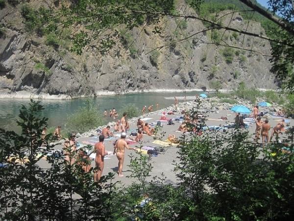 Nuova spiaggia naturista sul fiume Trebbia! - AbruzzoNaturista